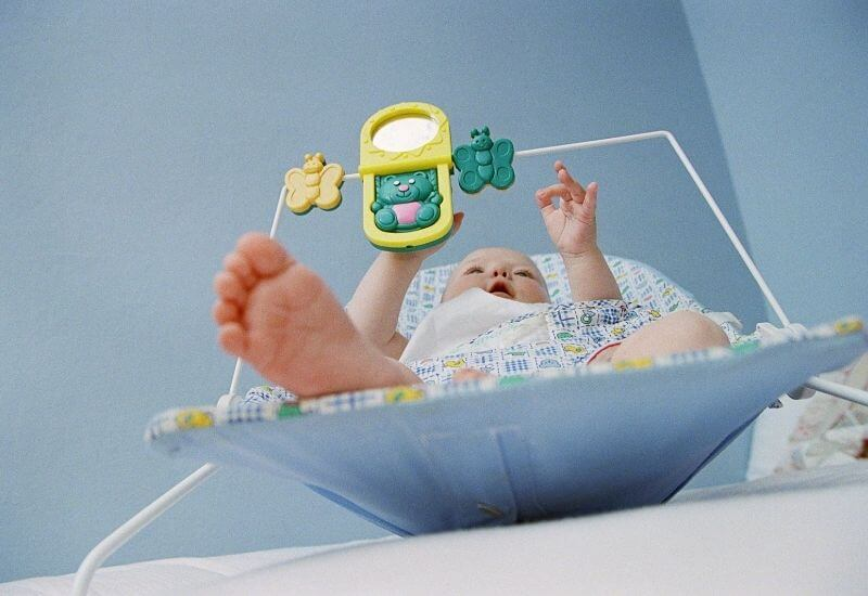 baby-playing-alone